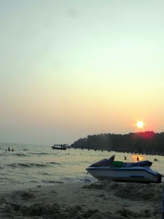 Le soleil se couche sur Sihanoukville